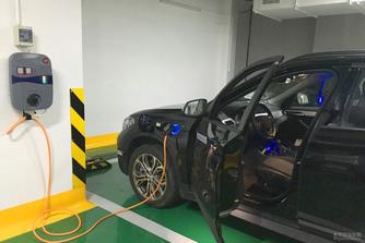 K�n�ban deb�t�l a plug-in hibrid BMW X1-es