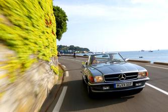 Kir�nduljon veter�n Mercedes roadsterekkel!