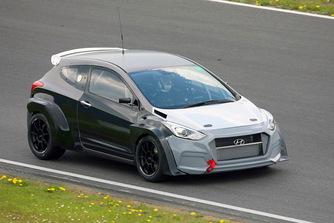 M�g el se k�sz�lt a Hyundai i30 N, de rajthoz �llnak vele a n�rburgingi 24 �r�s versenyen