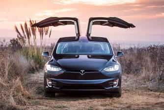 Csal�dott a Model X-ben a Tesla-rajong�, beperelte a gy�rat, hogy k�rtalan�ts�k