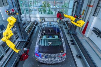 �lc�zva mutatja meg az �j 5-�st a BMW