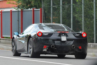 Hibrid hajt�ssal turb�zza fel a 488-ast a Ferrari