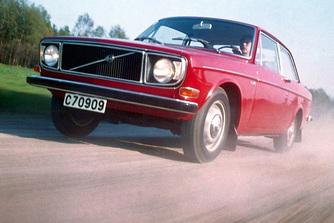 �tven �ve mutatt�k be a Volvo 140-es sorozat�t