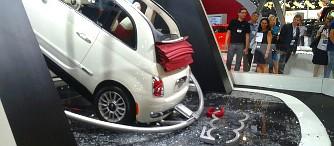 �sszeomlott a Fiat 500C alatt a stand