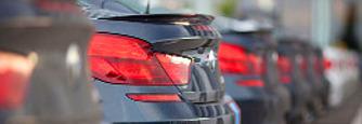 A rubel gyeng�l�se miatt t�bb keresked� is le�llt az aut�k �rt�kes�t�s�vel Oroszorsz�gban