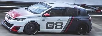 Felpump�lt�k versenyaut�nak a Peugeot 308-ast