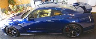 Meg�rkezett Magyarorsz�gra az �j Nissan GT-R, de m�r tov�bb is ment