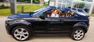 Egy Jaguar SUV, egy Range Rover kabri�, egy roadshow