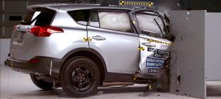 Nem biztons�gos aut�kat k�sz�tenek a gy�rt�k, t�r�stesztre optimaliz�lnak