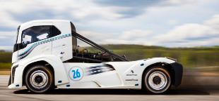 A vil�g legf�rg�bbje a 2400 l�er�s Volvo kamion