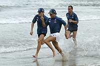 A Sauber pilótái a tengerparton edzenek