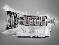 A 760i-ből adoptálták a szériában kínált nyolcfokozatú automata sebességváltót. A későbbiekben összkerékhajtással is elérhető lesz az autó