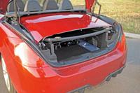 Tető a csomagtartóban: ilyenkor rendkívül szűk nyíláson keresztül lehet bepakolni