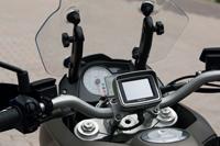 Állítható szélvédő és navigációs rendszer növeli a túralkalmasságot