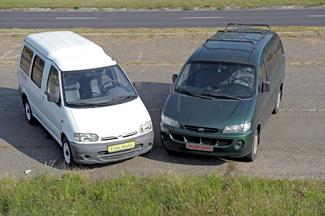 Eltérő dimenziók: a Hyundai 200 mm-rel hosszabb, 125-tel szélesebb, viszont a Nissan 80-nal magasabb