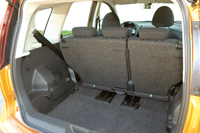A hátsó ülések sínen tologathatók
