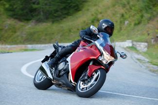 """2010-től nálunk is kapható lesz a """"Road Sport"""" kategóriába sorolt VFR 1200F"""