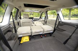 A variálhatóság a Grande Scénic igazi ütőkártyája: ledöntött és kiszerelt ülésekkel akár 2063 liternyi poggyászt is berámolhatunk az autóba!