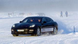 Összkerékhajtással viszonylag egyszerű jégen uralni az autót