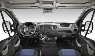 Aligha érez komfortcsökkenést a sofőr, ha átszáll ide a saját kocsijából, az ergonómia és a kényelem elsőrangú