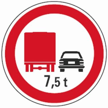 Nem előzhetnek a kamionok a gyorsforgalmi úthálózaton, nem helyeznek ki külön tiltó táblákat