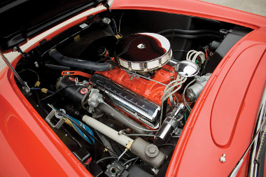 Teljesen felújították a 4,3 literes small-block V8-ast. Akkoriban még új motornak számított