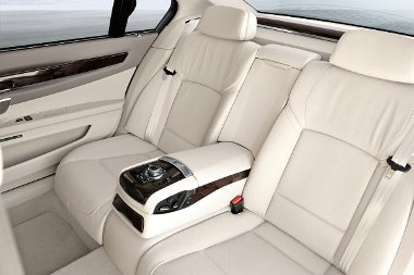 840 millió forint értékben loptak ülést a BMW-től