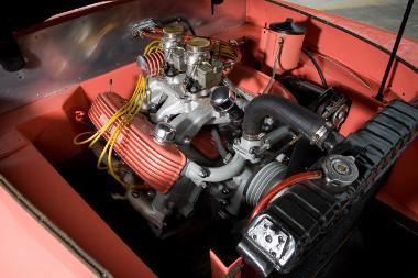 Cadillac blokkot kapott valamikor a gyári Lincoln V8-as helyett ez a példány