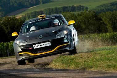 Az N4-es csoportban indulhat az új Renault raliautó