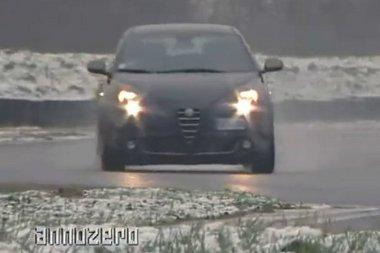 A filmen téli körülmények között mentek az autók, az eredmény a Quattroruote tavaszi tesztjéből származik. Valami bűzlik