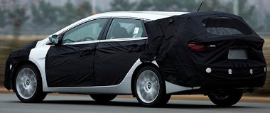 Nagy, kényelmes, és kifejezetten jó ár/érték arányú autó lesz az i40