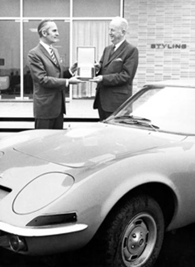 Díjazták az általa megrajzolt Opel GT-t