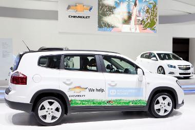 Száz autót - köztük húsz darab Orlandót - adományoz a Chevrolet az SOS Gyermekfaluknak 2011-ben