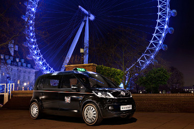 Fekete a fényezése és London városának címere is ott van az oldalán