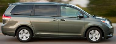 Útban van a féklámpa-kapcsoló a Sienna esetén. Újabb Toyota visszahívás a pedálok miatt