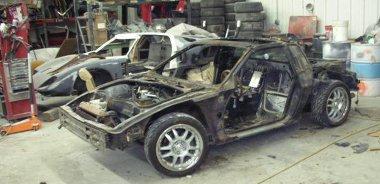 Pár mozdulattal meg lehet szabadítani a Pontiac Fierót a karosszériájától