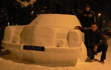 Két ember, öt nap alatt 25 munkórával készítette el a hó-Mercedest