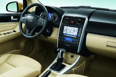 Luxusautóhoz méltó felszereltség, kisautós motorok. A nagyobb, 1,5 literes Mitsubishi négyhengereshez adnak csak automatát