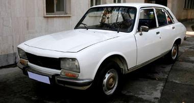 Íme az iráni elnök autója, amelyet jótékonysági célra árvereznek el