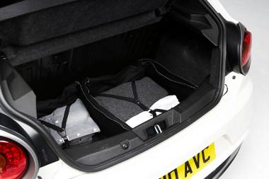 Több Alfa Romeo táskát is kell vennie annak, aki meg akarja velük tölteni a Mito csomagterét