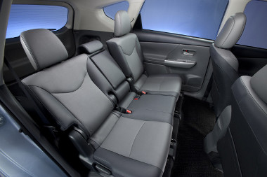 A Prius esetében rendkívüli, egyébként annyit tud, mint a Yaris hátsó ülése