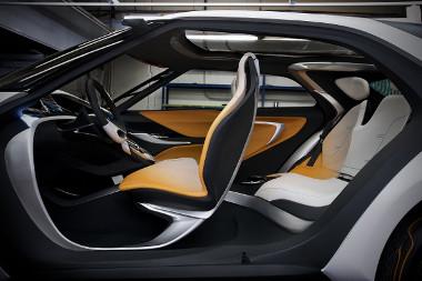 Egymással szembe nyíló ajtókat kapott a jövő generáció szabadiő-autója