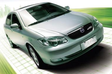 Erősen hasonlít a korábbi Corollára a forma, a BYD F3 azonban kínai fejlesztés. A hibrid rendszerrel együtt