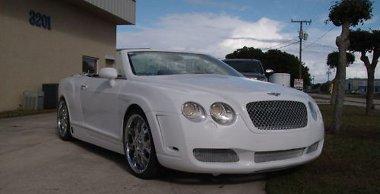 Megszólalásig hasonlít a Bentley Continental kabrióra ez a Chrysler Sebring kabrió. De az eredetinek csak a tizede a bekerülési költség