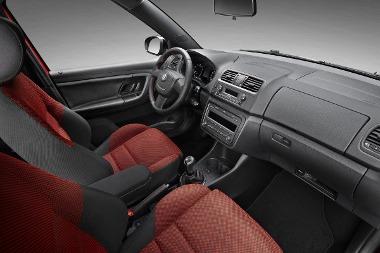 RS-belső, sportfutómű, de csak a étköznapi (60-105 LE) motorok hajtják