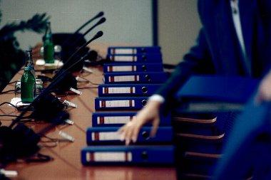 Aláírásra váró kereskedői szerződések a GM Hungary megalakulásakor
