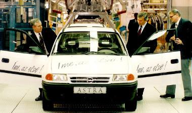 Elkészül az első Opel Astra Szentgotthárdon, 1992-ben ezzel elkezdődik az újkori személyautógyártás Magyarországon