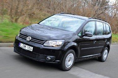 Jellegzetes VW-s arcberendezés. A nagy üvegfelületeknek köszönhetően minden irányban jól kilátni a kocsiból