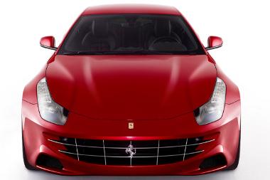 Nagyon morcosan ráncolja a motorháztetejét a Ferrari új csúcsmodellje, az FF