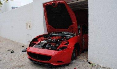 Miután a tunéziaiak kiélték dühüket a Ferrarin, nem sok maradt belőle